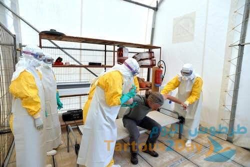 باحثون : الناجي المصاب بفيروس إيبولا منذ سنوات يساهم في نشره من جديد .