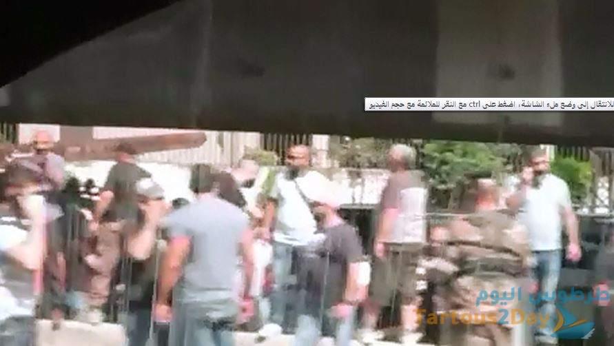 مناصري جعجع و الحريري يعتدون على السوريين خلال توجههم لانتخابات الرئاسية السورية ( فيديو )