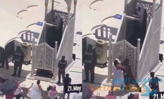 سعودي يهاجم منبر الحرم المكي يدعي أنه المهدي المنتظر .. فيديو