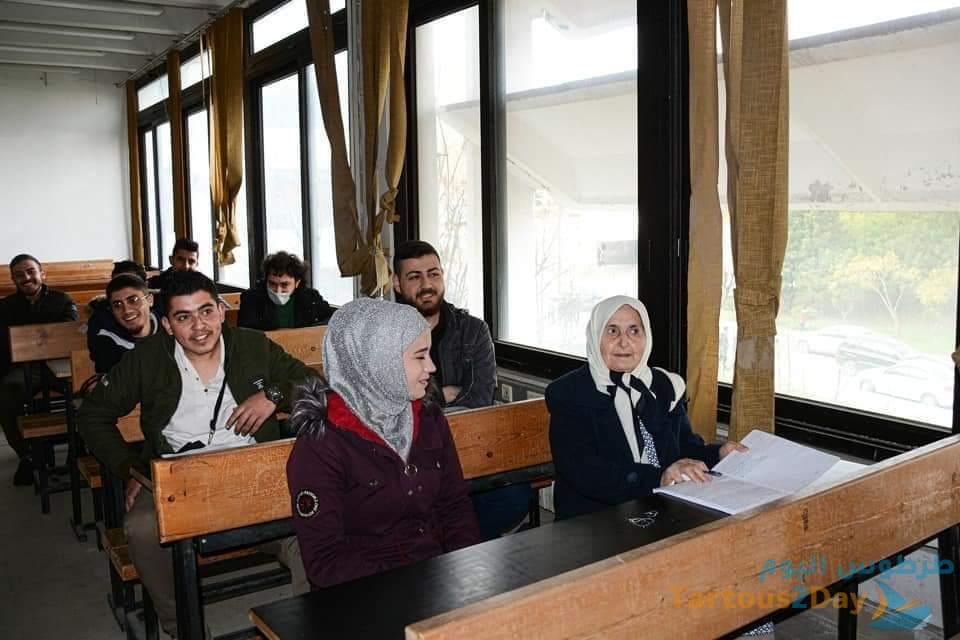 نجلاء برغل اكبر طالبة معمرة تتخرجمن كلية الآداب في جامعة تشرين