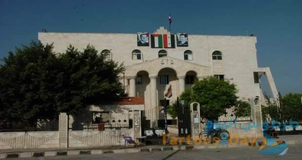 """مواطن يفجر """"قنبلة"""" بمحاميه على مدخل محكمة طرطوس"""