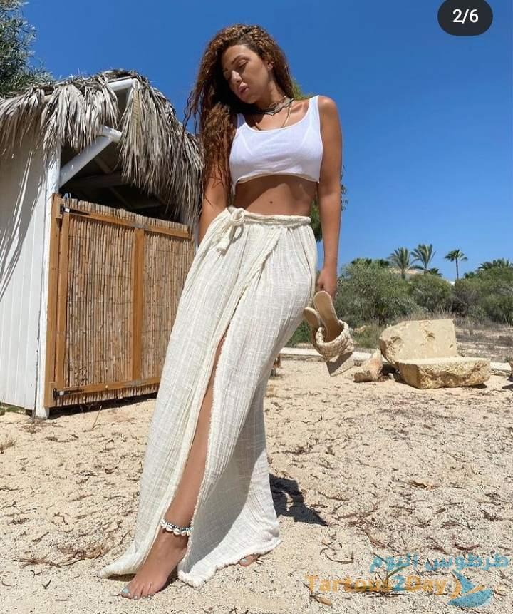 صور ميريام فارس بدون مكياج على شاطئ البحر